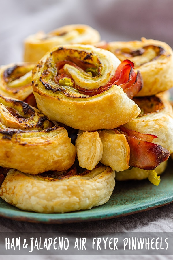 Easy-peasy recipe for air fryer pinwheels made with puff pastry. This tasty appetizer only takes minutes to prepare. It's one of the air fryer appetizers that crowds love! #pinwheels #appetizers #partyfood #fingerfood