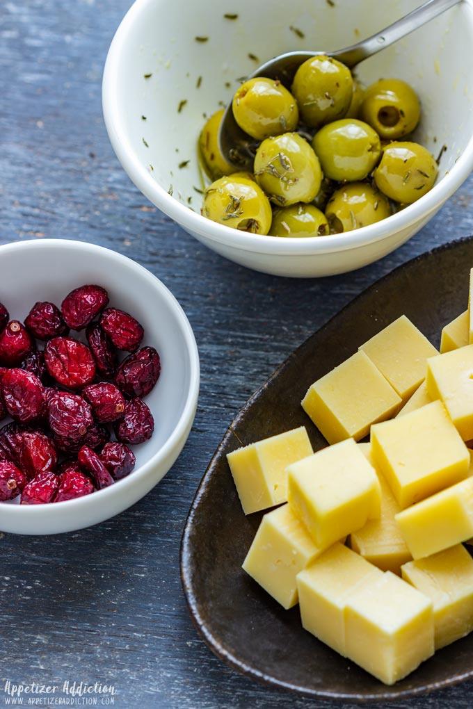 Cranberry Olive Cheese Skewers Ingredients