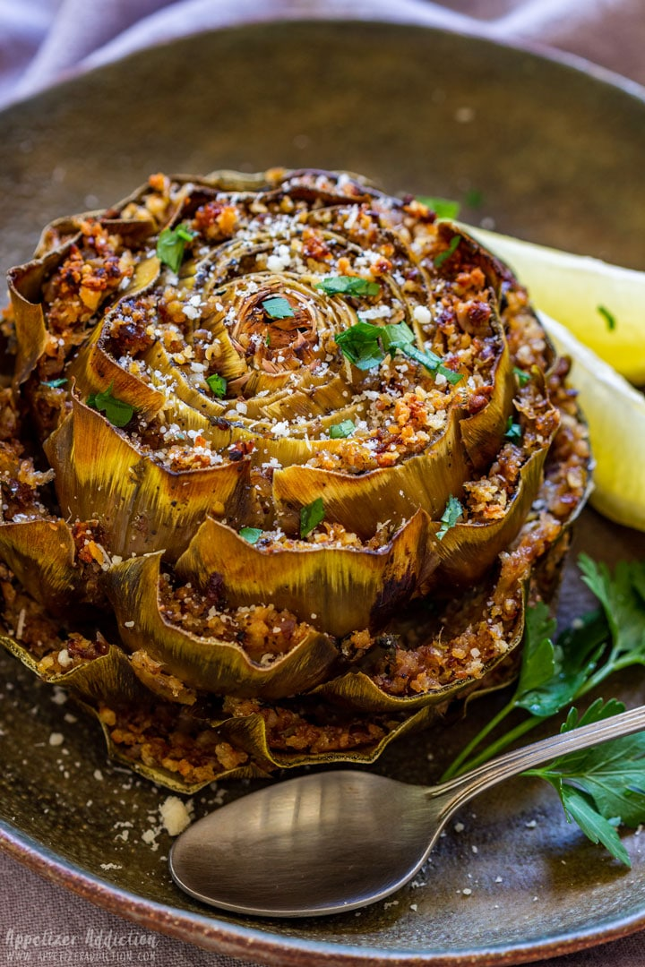 Stuffed artichoke with breadcrumbs and parsley