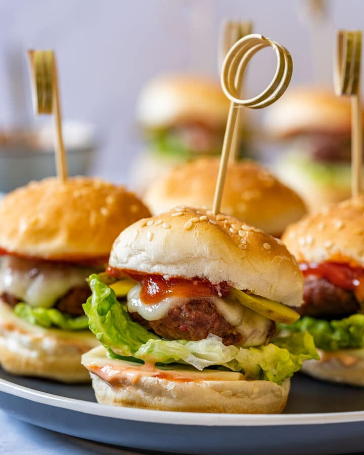 Mini cheeseburgers on the plate